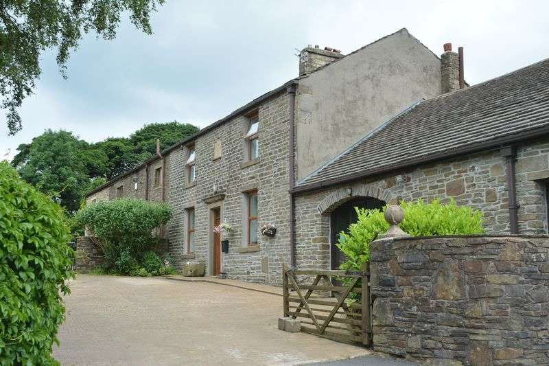 4 Bedrooms Semi Detached House for sale in Sandy Lane, Accrington