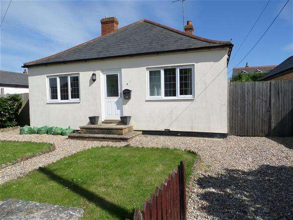 3 Bedrooms Bungalow for sale in The Oval, Dymchurch