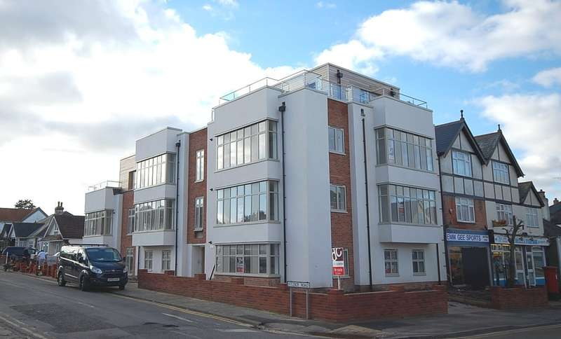 2 Bedrooms Flat for sale in Gore Lodge, Fitzroy Road, Tankerton