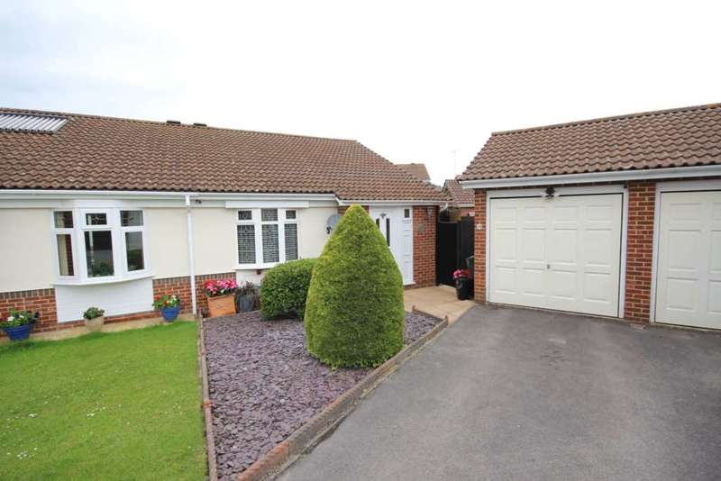 2 Bedrooms Semi Detached Bungalow for sale in Flexford Green, Bracknell