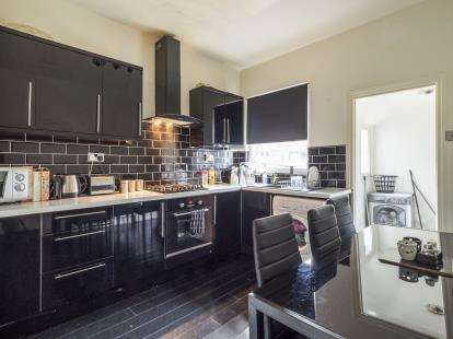 3 Bedrooms Terraced House for sale in Chippendale Street, Lenton, Nottingham, Nottinghamshire