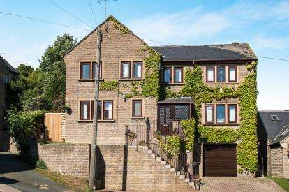 5 Bedrooms Detached House for sale in Bankfield Grange, Greetland, Halifax, West Yorkshire