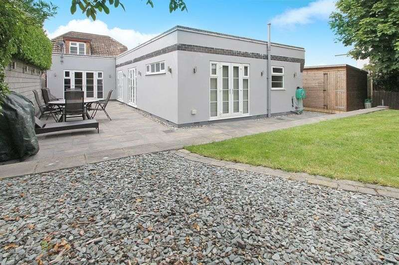 4 Bedrooms Detached House for sale in Brooklyn Drive, Rayleigh
