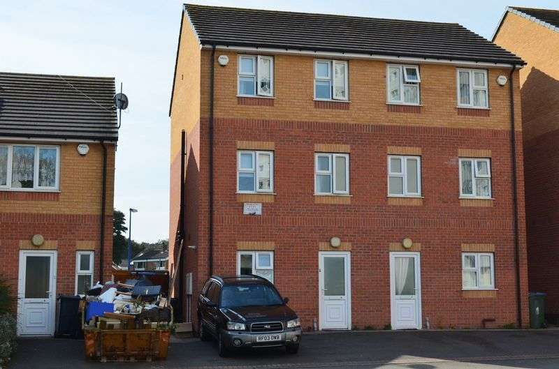 3 Bedrooms Semi Detached House for sale in Camberley Rise, West Bromwich
