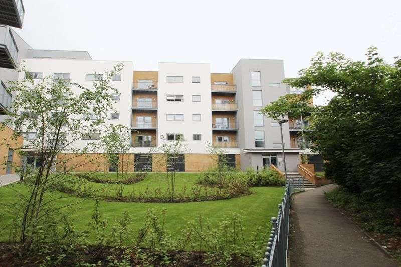 2 Bedrooms Flat for sale in Sovereign Way, Tonbridge