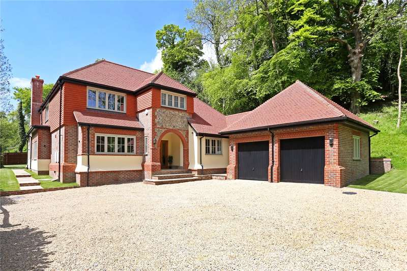 5 Bedrooms Detached House for sale in Medstead Road, Beech, Alton, Hampshire, GU34