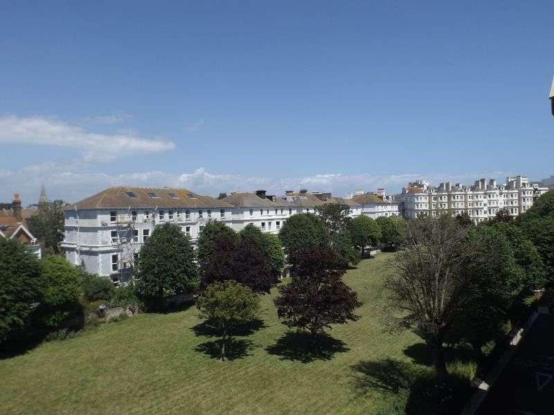 1 Bedroom Flat for sale in Martello Court, 3-15 Jevington Gardens, Eastbourne. BN21 4SD