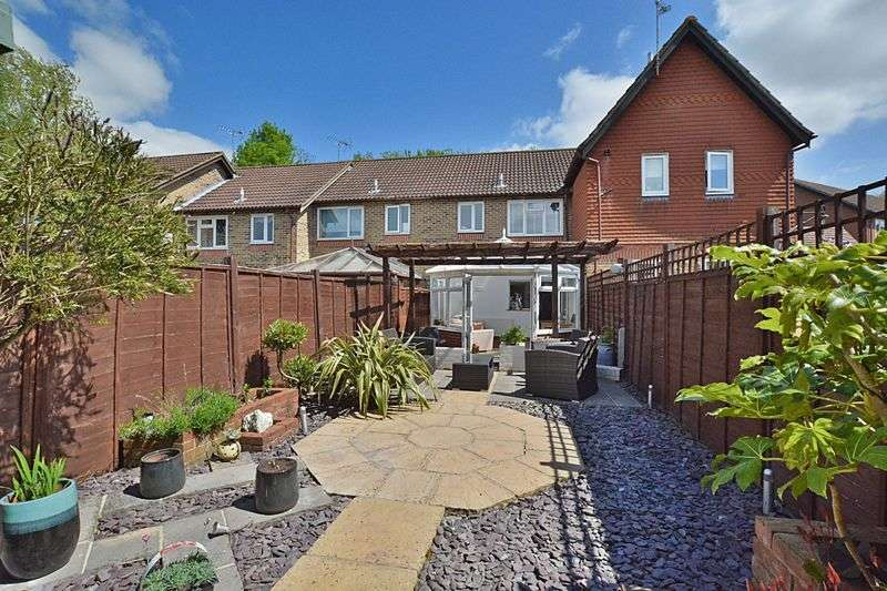 2 Bedrooms Terraced House for sale in Haybarn Drive, Horsham