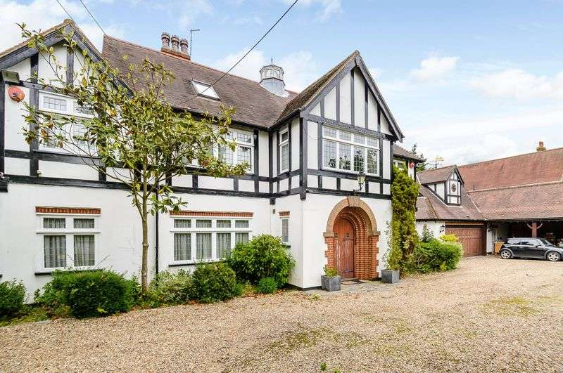 5 Bedrooms Detached House for sale in Cannons, The Ridgeway, Cuffley, Hertfordshire
