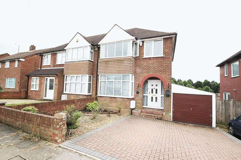 3 Bedrooms Semi Detached House for sale in Vauxhall Park
