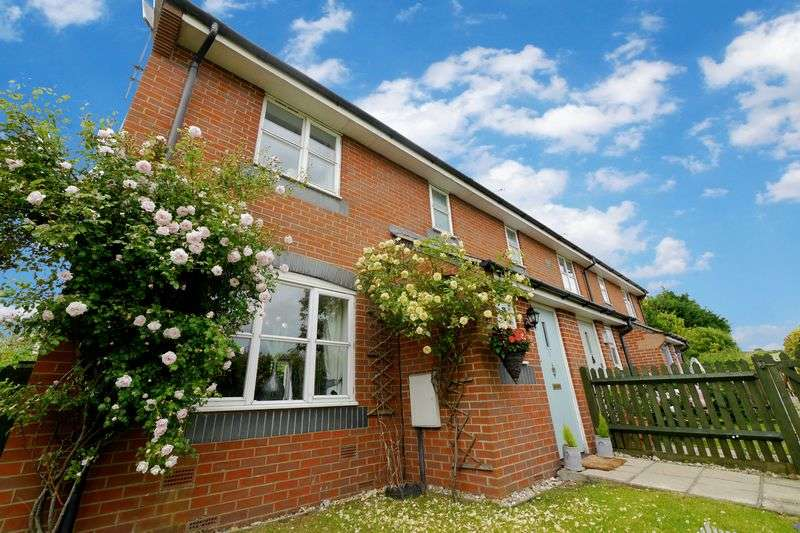 3 Bedrooms Terraced House for sale in EWELME
