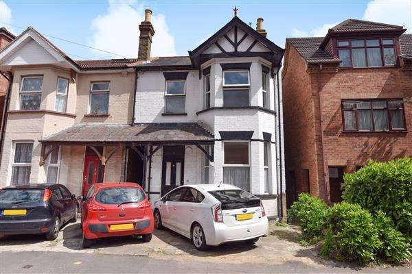 5 Bedrooms Semi Detached House for sale in Wexham Road, Slough