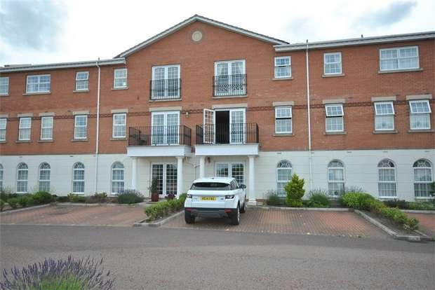 2 Bedrooms Flat for sale in 211 New Hampshire Court, Coopers Row, LYTHAM ST ANNES, Lancashire