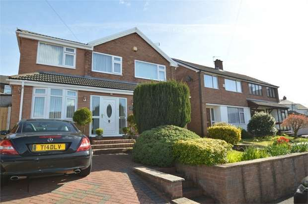 4 Bedrooms Detached House for sale in Chatsworth Close, Hollins, BURY, Lancashire
