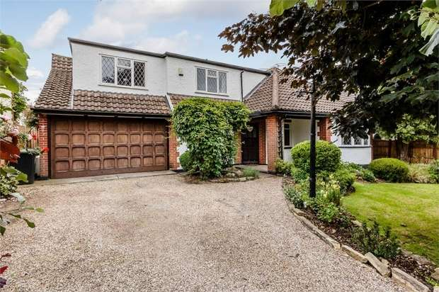 4 Bedrooms Detached House for sale in Forest Glade, North Weald, Epping, Essex