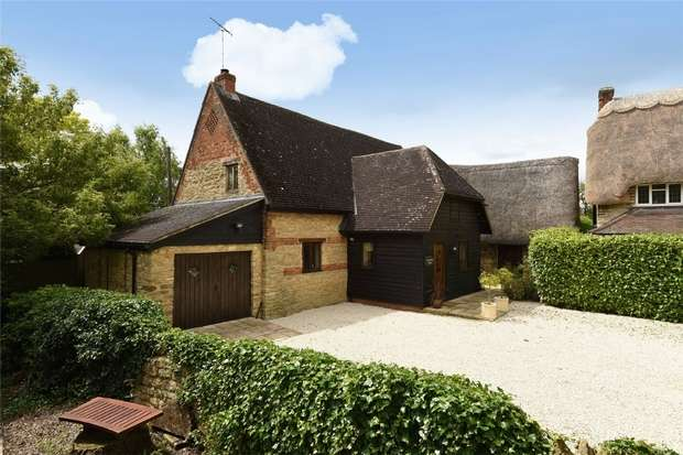 4 Bedrooms Cottage House for sale in Starey Close, Milton Ernest, Bedford
