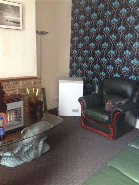 2 Bedrooms Terraced House for sale in Temple View Terrace, LEEDS