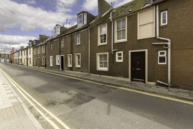 5 Bedrooms Town House for sale in Ladybridge Street, Arbroath, Angus, DD11 1AR