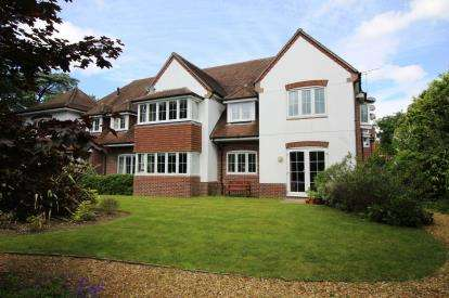2 Bedrooms Flat for sale in West Parley, Ferndown, Dorset