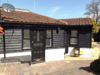 2 Bedrooms Bungalow for sale in Coxtie Green Road, Pilgrims Hatch, Brentwood