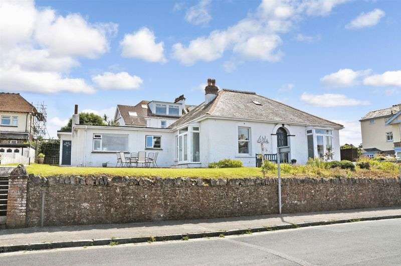3 Bedrooms Detached Bungalow for sale in Cliff Road, Roundham,Paignton