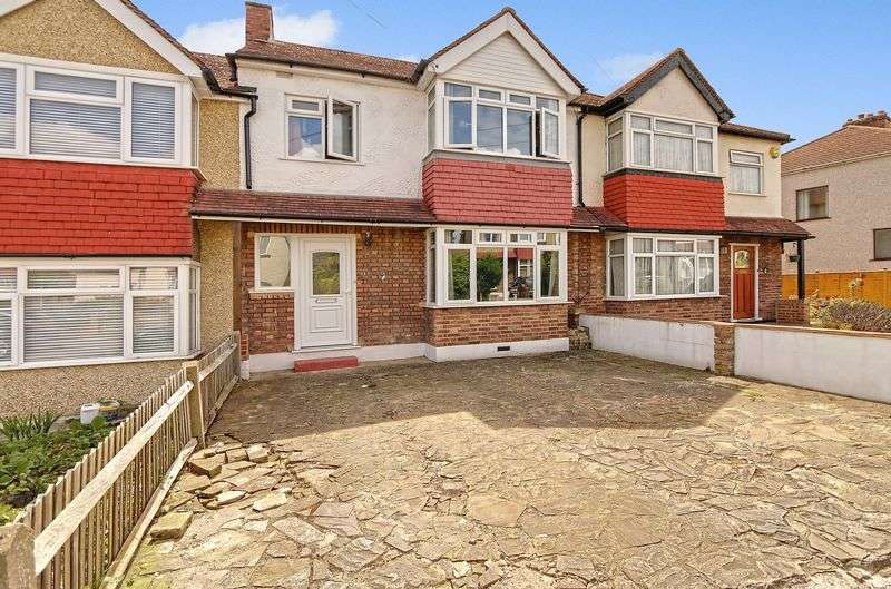 3 Bedrooms Terraced House for sale in Inverness Road, Worcester Park. KT4 8PT