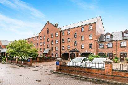 2 Bedrooms Flat for sale in Telfords Quay, South Pier Road, Ellesmere Port, Cheshire, CH65