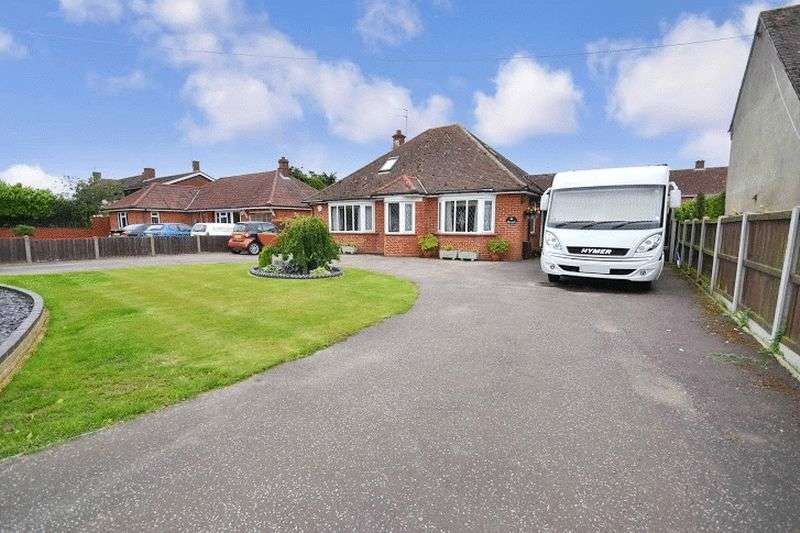4 Bedrooms Detached Bungalow for sale in Church Road, Colchester, Essex CO7