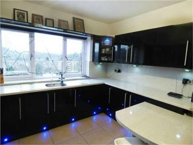 5 Bedrooms Semi Detached House for sale in Lime Street, Huddersfield, West Yorkshire