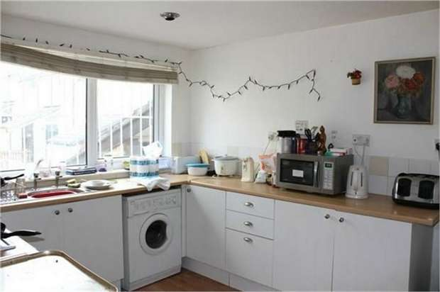 3 Bedrooms Terraced House for sale in Carlton Grove, Leeds, West Yorkshire