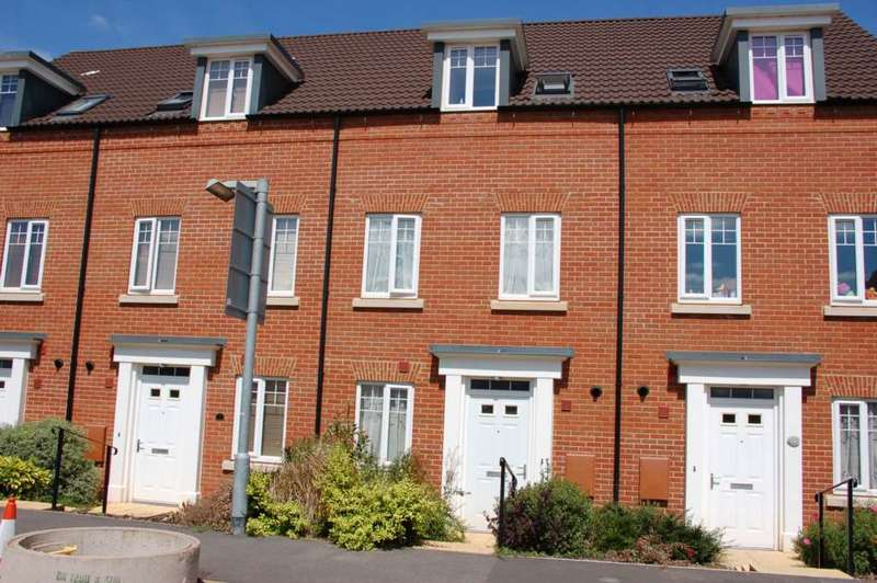 3 Bedrooms Semi Detached House for sale in Collett Road, Taunton