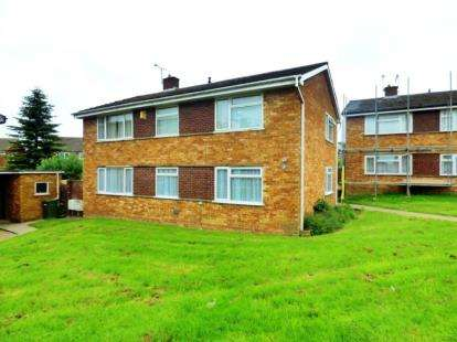 2 Bedrooms Maisonette Flat for sale in Bolton Close, Bletchley, Milton Keynes