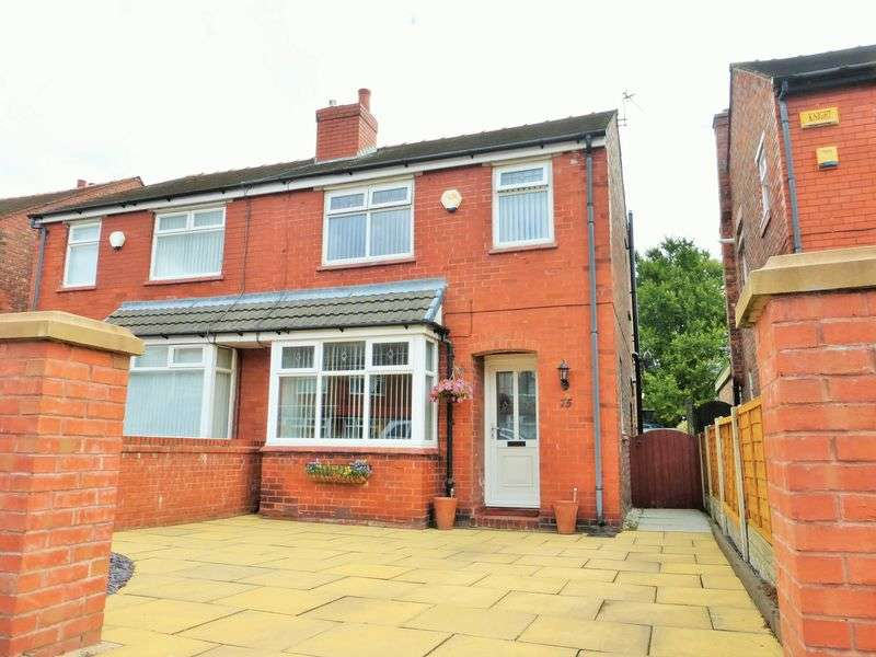 3 Bedrooms Semi Detached House for sale in Russell Road, Southport