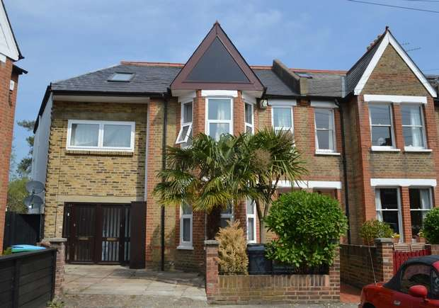 5 Bedrooms Terraced House for sale in Gordon Avenue, St Margarets, Twickenham