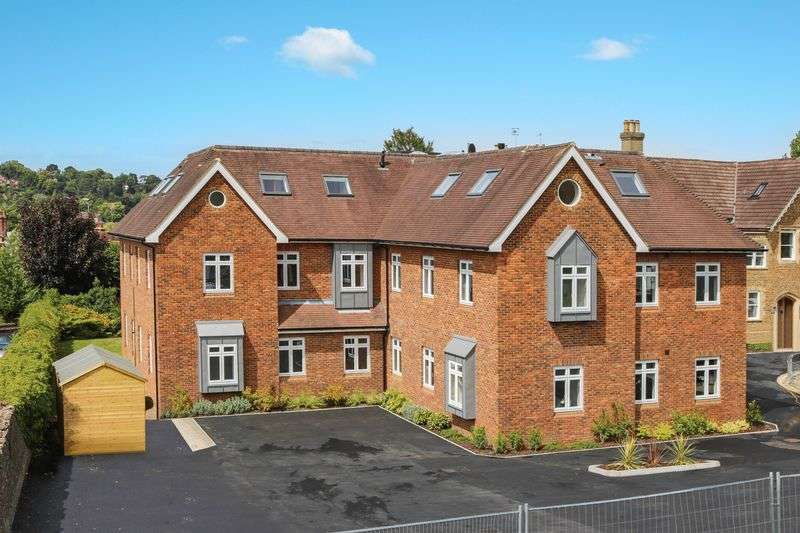 2 Bedrooms Flat for sale in Godalming Town Centre - Ready For Immediate Occupation.