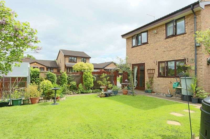 4 Bedrooms Detached House for sale in Keswick Close, Wistaston