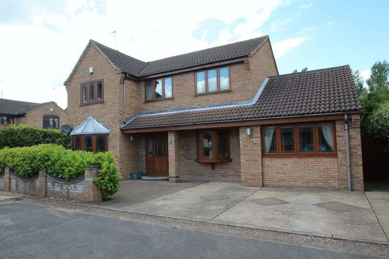 5 Bedrooms Detached House for sale in Caister-on-sea, NR30