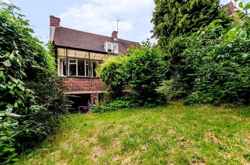 3 Bedrooms Detached House for sale in Kingswood Road, Shortlands, BR2