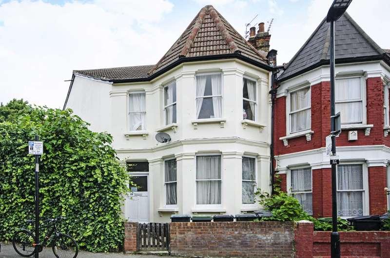 3 Bedrooms Flat for sale in Seymour Road, Harringay, N8