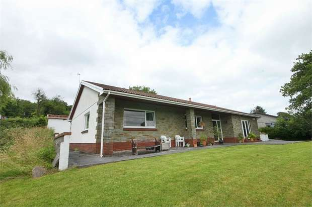 3 Bedrooms Detached Bungalow for sale in Nantyglyn Road, Glanamman, Ammanford, Carmarthenshire