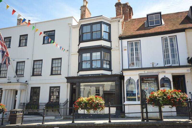 2 Bedrooms Flat for sale in High Street, Lymington
