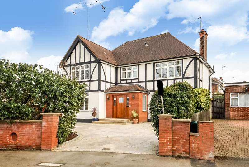 6 Bedrooms Detached House for sale in Dollis Avenue, Finchley