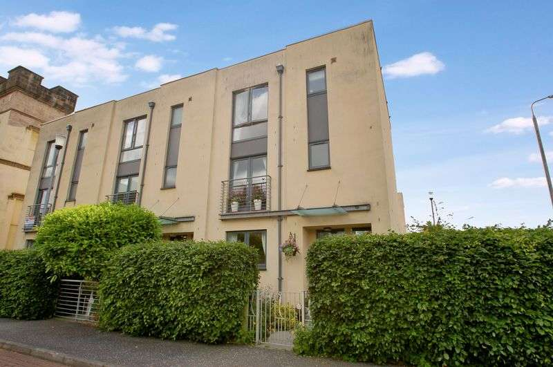 4 Bedrooms Terraced House for sale in 1 Smyllum House, Lanark