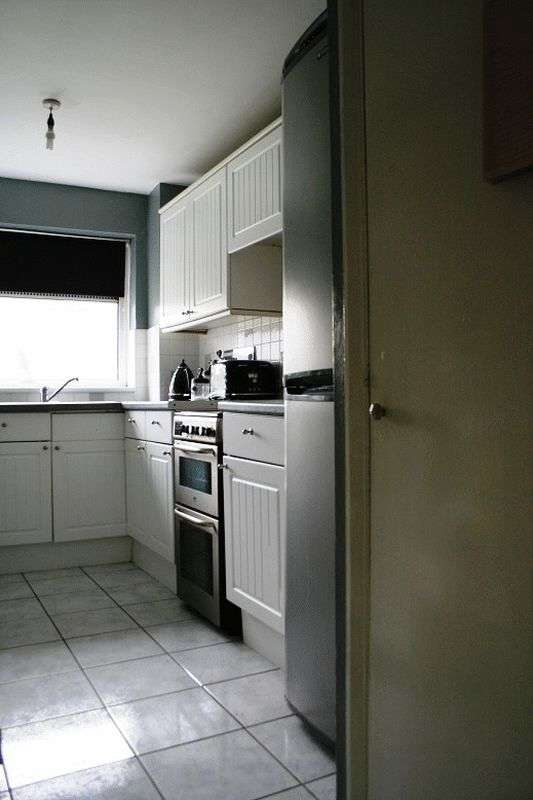 1 Bedroom Flat for sale in St Peters Close, Ilford, IG2 7QN