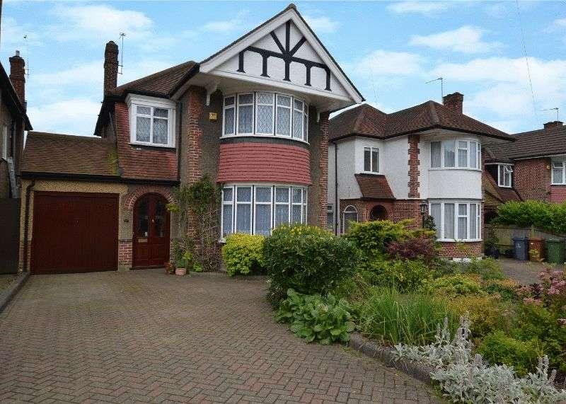 3 Bedrooms Detached House for sale in Monro Gardens, Harrow Weald