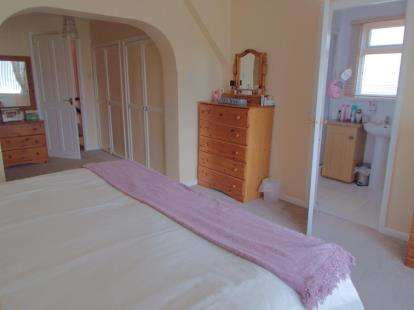 3 Bedrooms Bungalow for sale in Horsford, Norwich, Norfolk