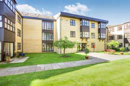2 Bedrooms Flat for sale in Millfield Court, Brampton Road, Huntingdon, Cambridgeshire
