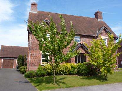 4 Bedrooms Detached House for sale in Ashbourne Drive, Wychwood Park, Crewe, Cheshire