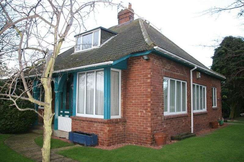 3 Bedrooms Detached Bungalow for sale in Cheviot View, Ashington