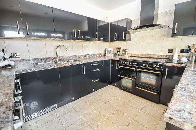 3 Bedrooms Detached House for sale in The Bungalow, Manvers Road, Swallownest, Sheffield